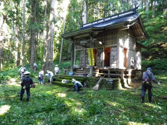 諏訪神社の清掃・草刈り_R